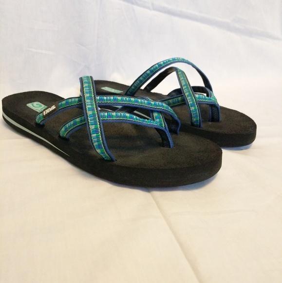 56672fb58e73c4 Teva criss cross strappy mush sandals. M 5b7da30ca5d7c60b824d93e4